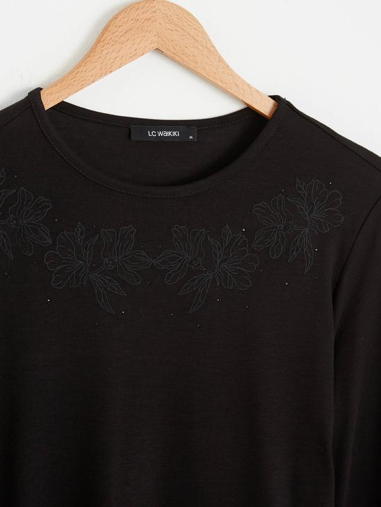 BLACK - Embroidered Neck Flexible T-Shirt - 0WHD19Z8